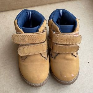 Nautica size 6 Velcro boots with navy blue trim